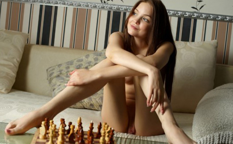 4 В шахматы на раздевание
